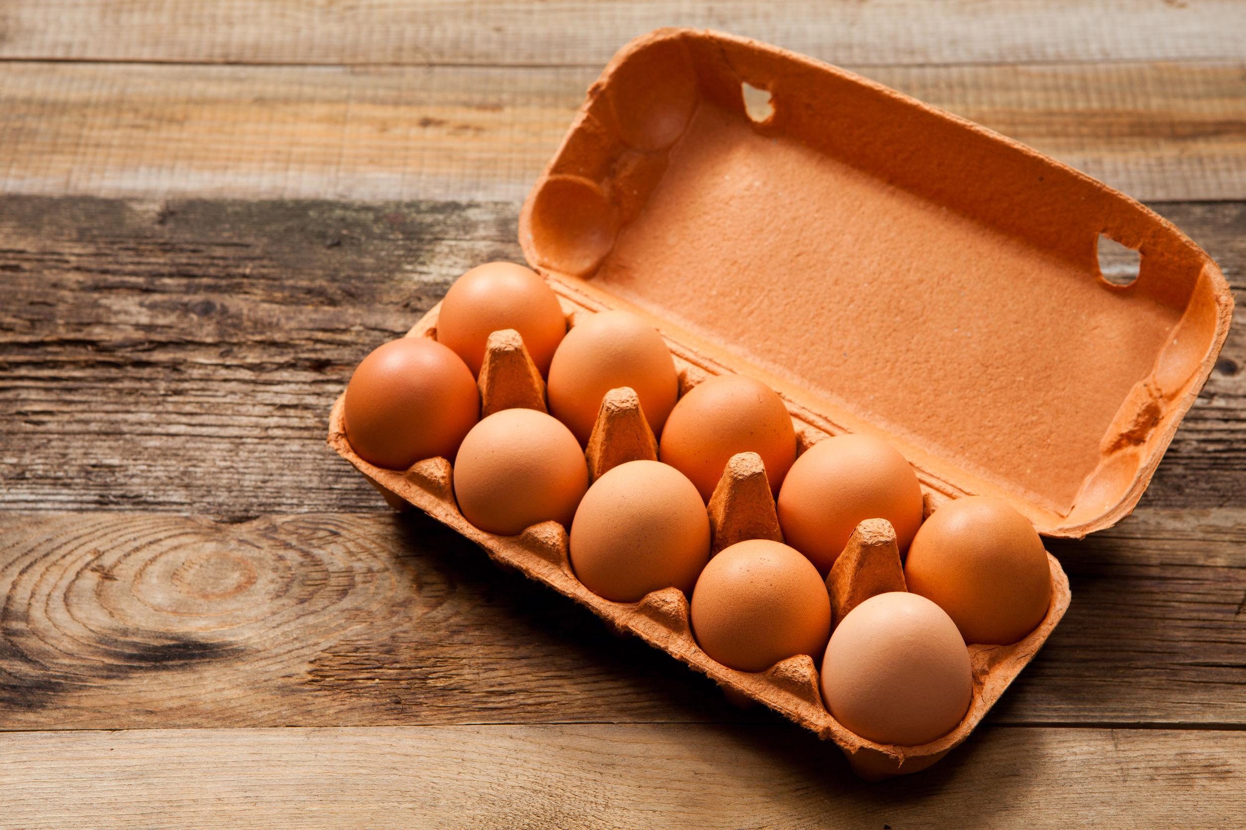 Nyers tojás hűtőben