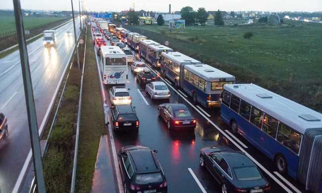Elképesztő a sor, hét és fél kilométeren torlódnak az autók