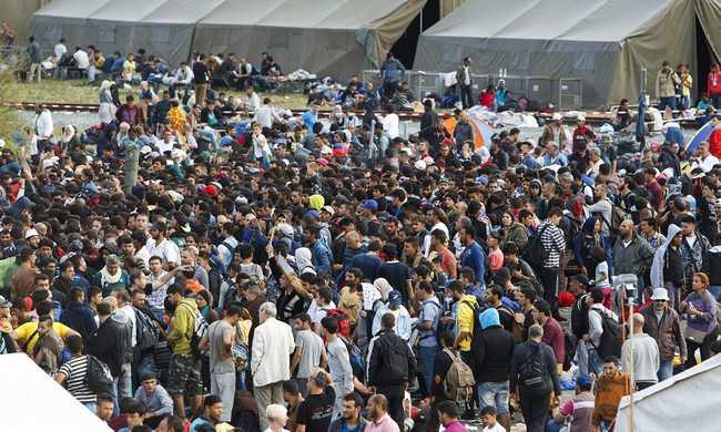 Egyiptomban ragadt szír menekültek indulnak Európába