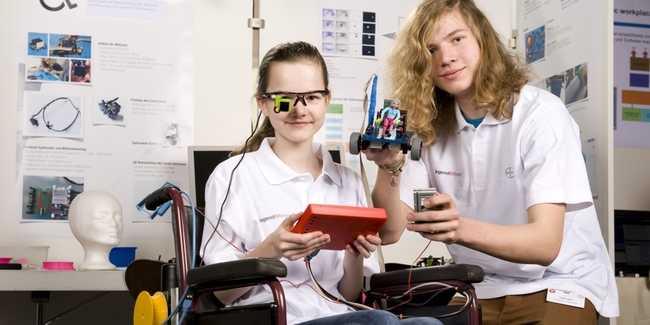 Szemmel irányítható kerekesszéket építettek német tizenévesek