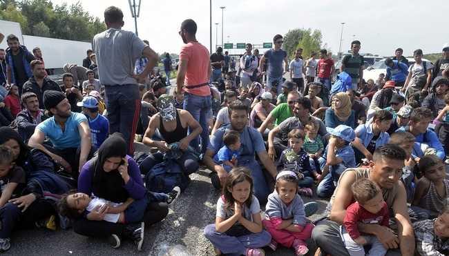 Konténerekbe rakná a menekülteket Törökország