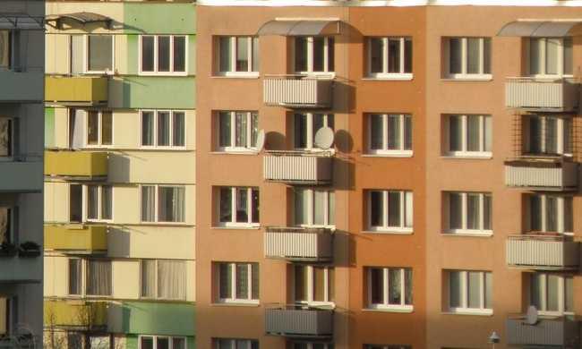Karjában gyermekével ugrott ki egy nő a 16. emeletről Budapesten