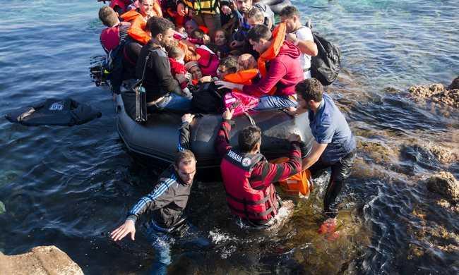 A görög határon tartóztatnák fel a menekültáradatot