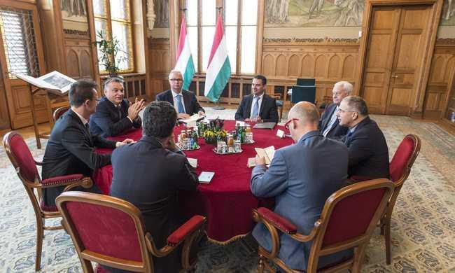 A pártokkal egyeztetett Orbán a kvótáról
