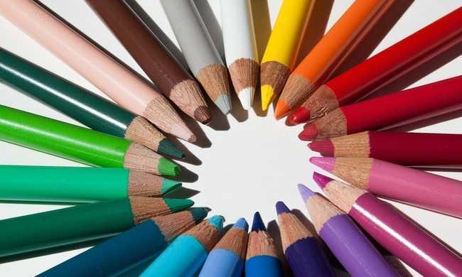 Így rajzolta le a 6 éves kislány az édesanyját az iskolában - közel 2 millióan nézték már meg a képeket