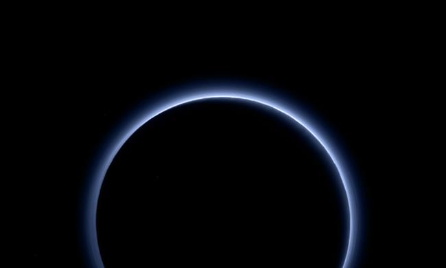 Kék az ég a Plútón