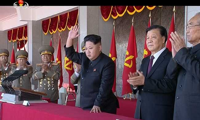 Éljen a párt, éljen a vezér: a legnagyobb észak-koreai felvonulás