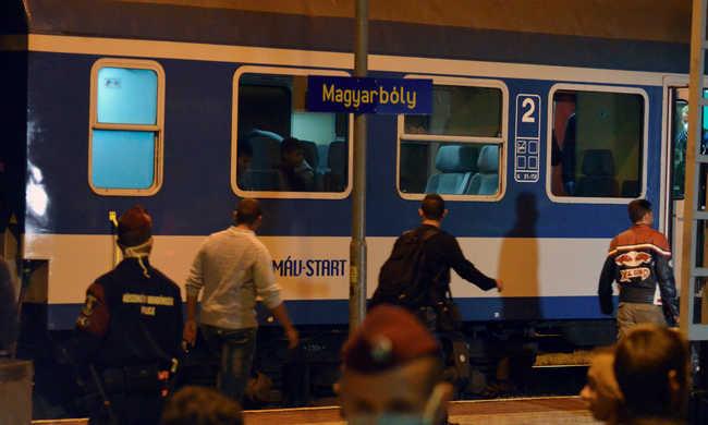 Özönlöttek a migránsok Horvátországból