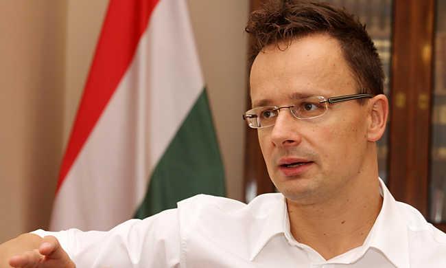 Szijjártó: Magyarország támogatja Ausztria javaslatát a migránsok elbírálásáról