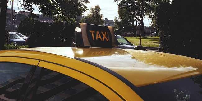 Sorra erőszakolta utasait a taxis, korán szabadul