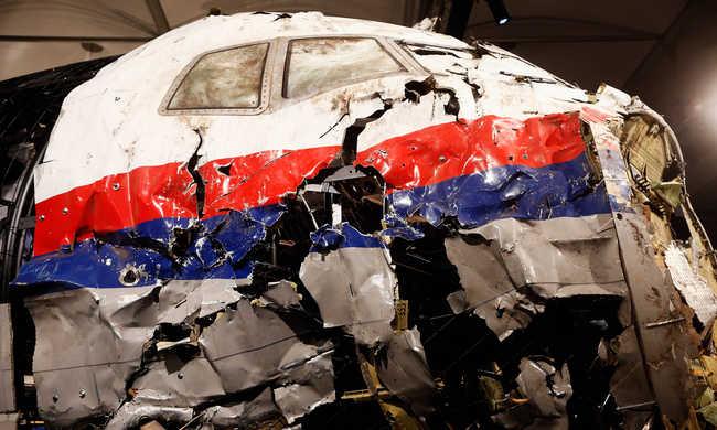 Most már biztos: rakétával lőtték le a maláj repülőt
