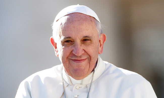 Börtönben is másolták a bibliát, amit megkapott a pápa