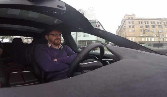 Így vezeti magát a Tesla