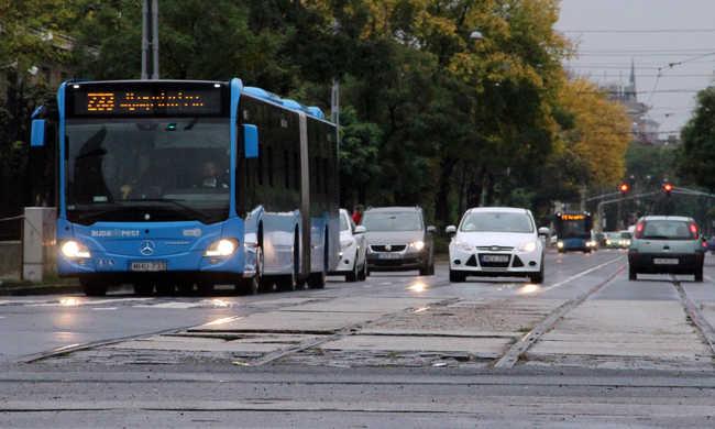 Újabb buszokat bérel a BKV