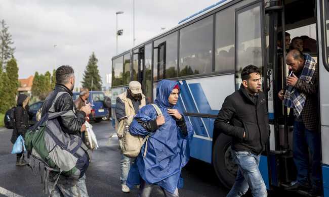 Újra túlzsúfoltak a magyar menekülttáborok, sokan jönnek Szerbia felől