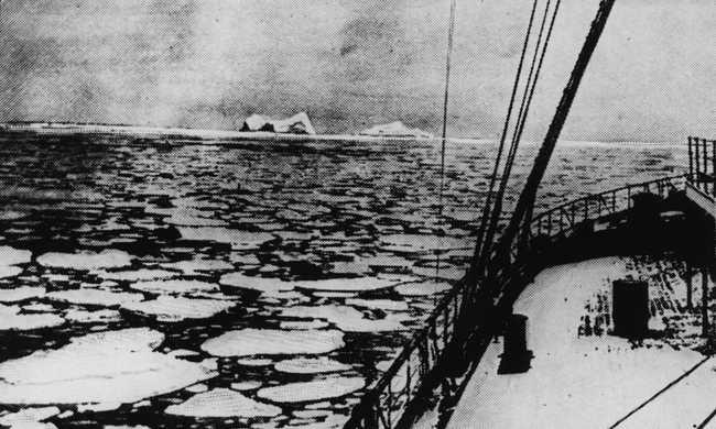 100 éves, legendás kép a jéghegyről, ami elsüllyesztette a Titanicot