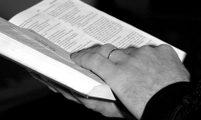 Rosszul idézte a Bibliát, az anyja véresre verte