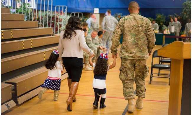 Kétéves kislány borította fel a katonás rendet