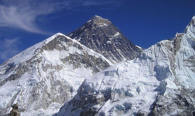 Féktelen pusztítás, ezzel van tele a világ legmagasabb hegye