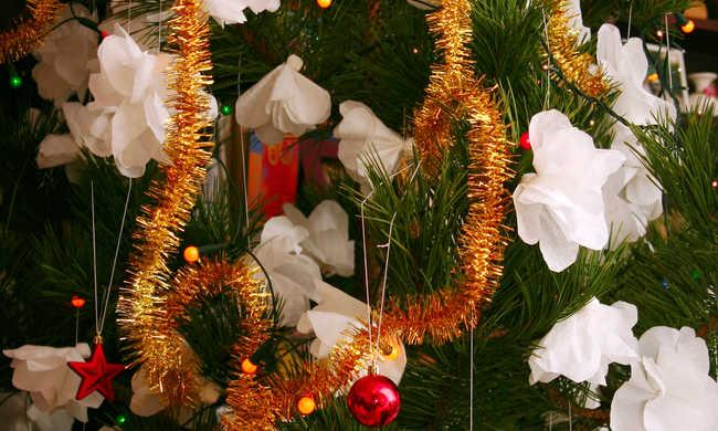 Így kerülheti el, hogy kigyulladjon a karácsonyfa