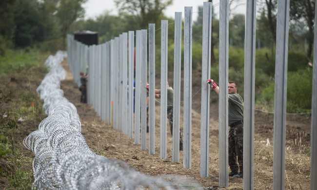 Kerítést akarnak a német rendőrök