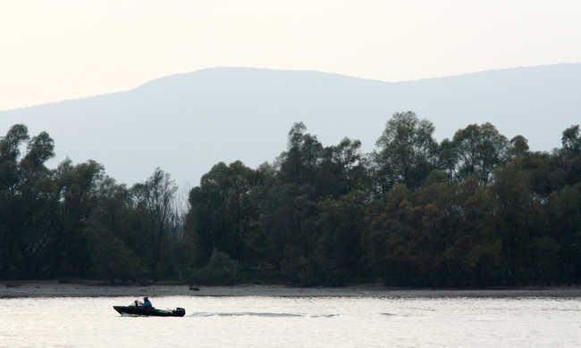 Holttestet találtak Pilismarótnál, egy autóban süllyedt a Dunába