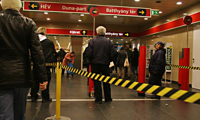 Emberi hiba okozhatott felfordulást a metróban, menekültek a szerelők