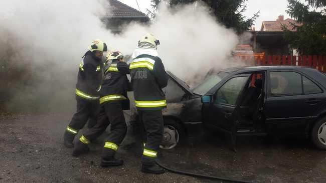 Lángolt az autó - fotókkal