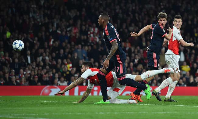 Mourinho megint odaszólt a bírónak, őrült meccs Leverkusenben
