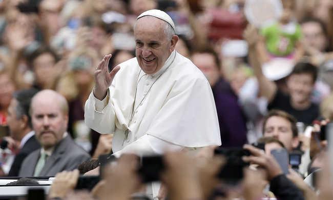 Ferenc pápa: nem szabad diszkriminálni az elváltakat és a melegeket
