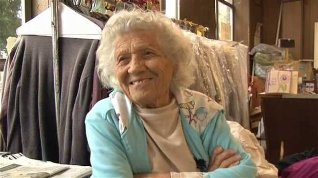 A 100 éves asszony heti hat napot dolgozik