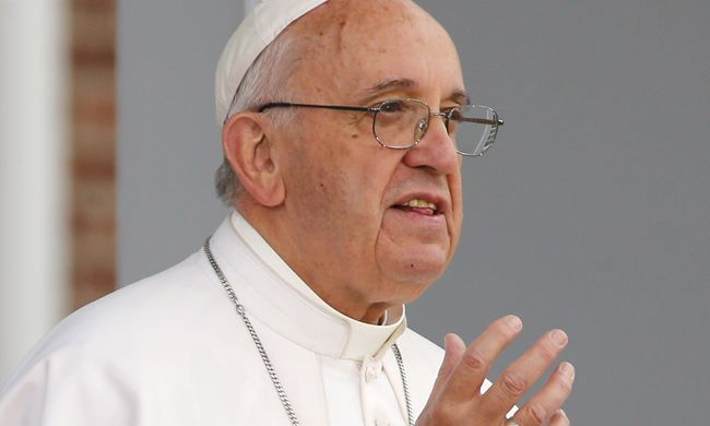 Ferenc pápa: nem veszek fel golyóálló mellényt, nem félek az Iszlám Államtól