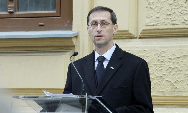 Varga Mihály: a forintosítás súlyos terhektől óvta meg a lakosságot és a bankokat
