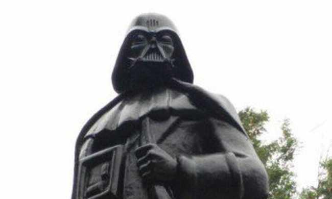 Darth Vaderre cserélték Lenin fejét