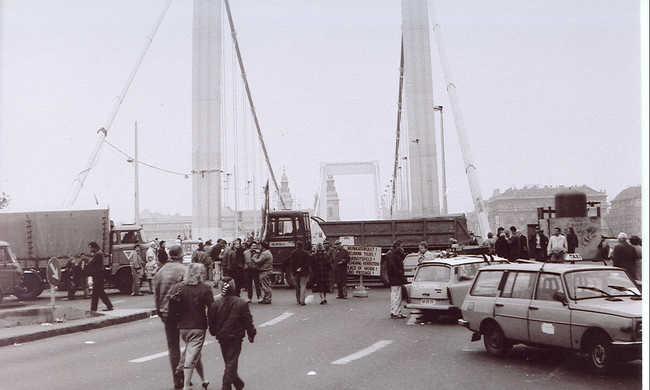 25 éve volt a taxisblokád: az első nap végére lebénult az ország
