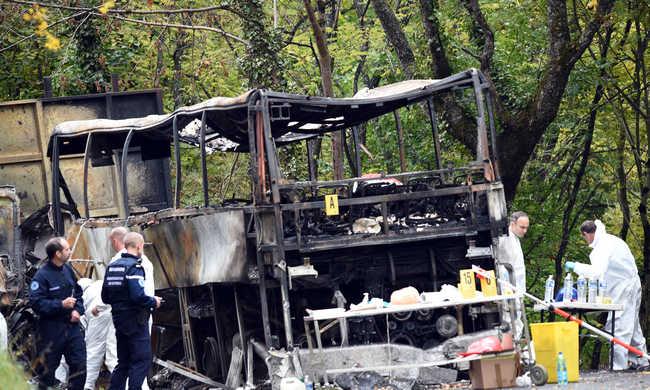 Így halt meg a 43 ember a buszbalesetben - videó