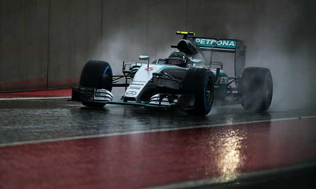 Rosberg nyerte a csonka időmérőt Amerikában
