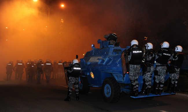 Könnygázzal oszlattak a tüntetésen
