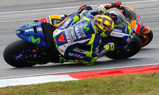 Rugdosódás a motorversenyen, súlyos büntetést kapott a hétszeres világbajnok