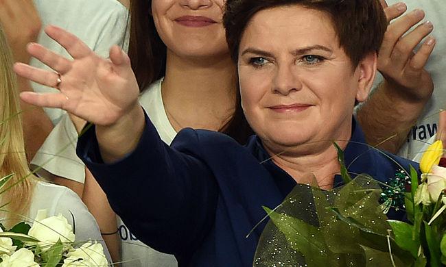 Elsöprő jobboldali győzelem Lengyelországban