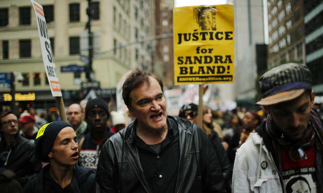 A rendőri erőszak ellen tüntetett Tarantino