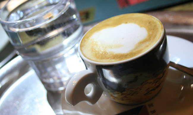 Drágábban adják a kávét az udvariatlan vendégeknek