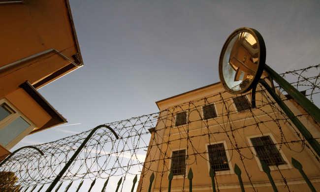 Megerőszakolta a rabokat a börtönőr
