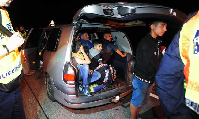 38 migránst zsúfolt össze, hat év  börtönre ítélték