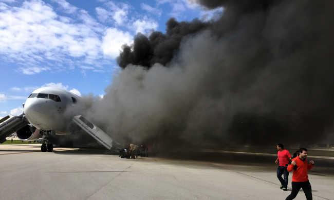 Sokan megsérültek a kigyulladt repülőgépen