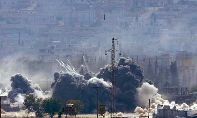 Iskolát bombáztak, gyerekek haltak meg