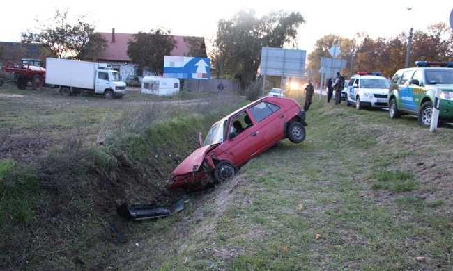 Istállóból lopta el az autót, de árokba csúszott