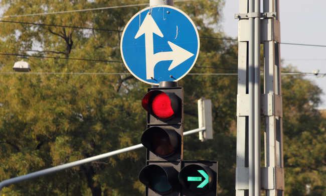 Forradalmi újítás az utakon, az okos jelzőlámpákat már tesztelik