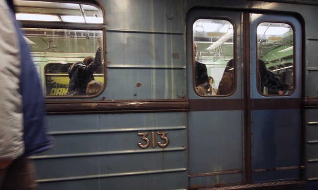 Angolul is tájékoztatják az utasokat a 3-as metrón