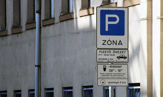 Itt ingyen parkolhat az ünnepek között